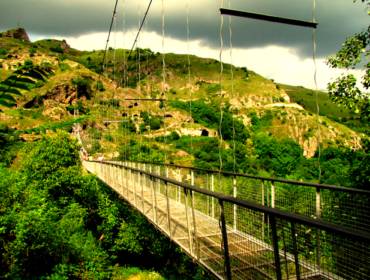 Swinging bridge (Khndzoresk)