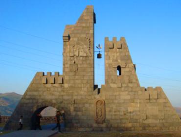 """Das Denkmal """"die Glocken"""""""
