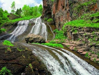 Jermuk waterfall, resort