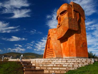Памятник Мы-наши горы