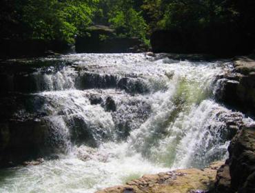 Водопад в Ластивере