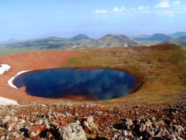 Кратерное озеро Вулкана Аждаак