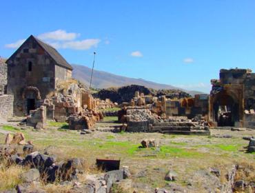 Hl Sargis Kirche in Uschi