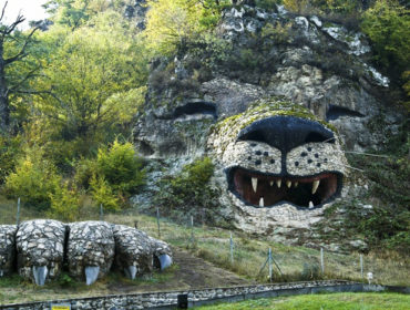 Löwendenkmal im Dorf Wank