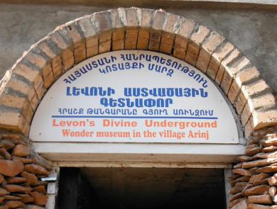 Underground cave-museum