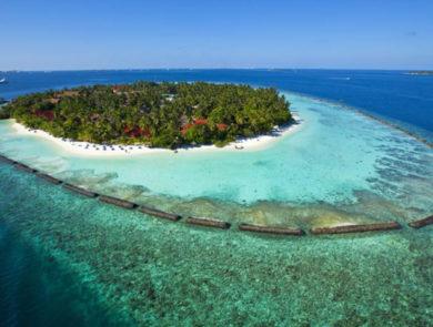 Green island resort Kurumba with a closed lagoon
