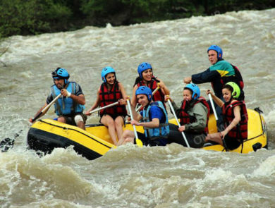 Rafting along river Kur