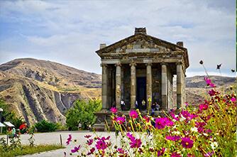 Храм Гарни весной