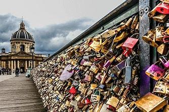 Мост влюбленных в Париже