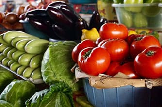 Свежие фрукты и овощи на армянском рынке