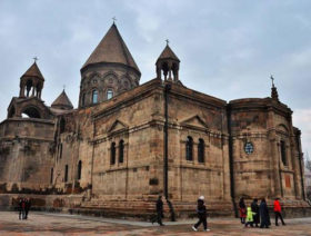 Etchmiadzin, Machanents tourism and art