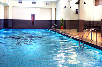 "Schwimmbad im Hotel ""Ani Plaza"""