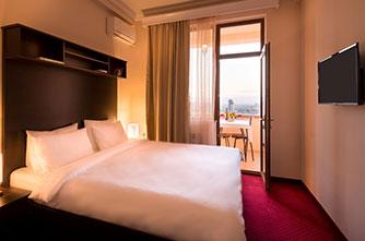 14th Floor (14-րդ Հարկ) հյուրանոց