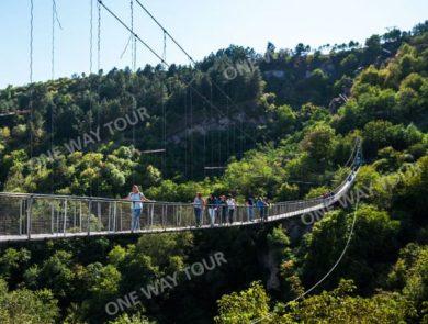 Տաթև, Խնձորեսկ, Սատանի կամուրջ, Հալիձոր