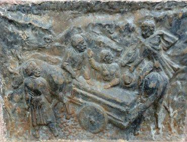 Հուշարձան - աղբյուր Պուշկինի ոլորանում
