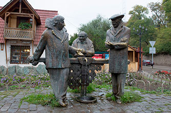"The monument to the heroes of the film ""Mimino"""
