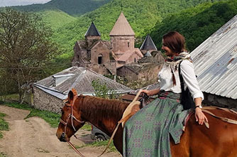 Horseback riding tours in historical places