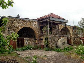 Տեղ գյուղ, Մելիք Բարխուդարի ամարաթը